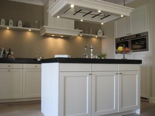Eigentijdse keuken met kookeiland chris de graaf interieurtimmerwerk - Eigentijdse design keuken ...